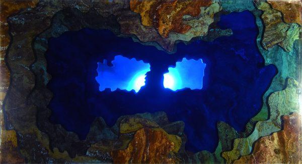 Mesa iluminada topografica de marmol y resina vista superior