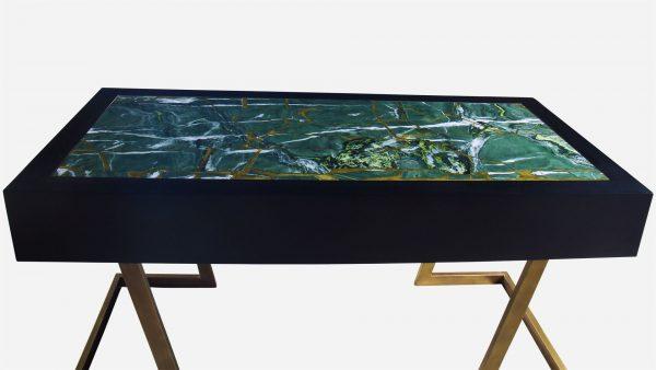Escritorio estilo kintsugi de marmol guatemala y resina dorada con base de aluminio vista trasera