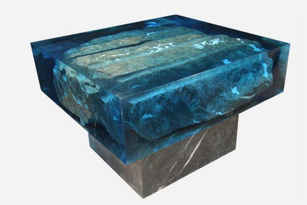Mesa marmol en bruto encapsulado en resina azul