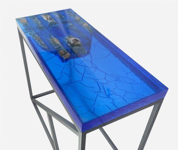 Mesa consola alta resina azul con costera de marmol efecto en resina