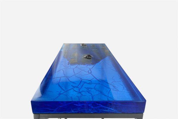 Mesa consola alta resina azul con costera de marmol cubierta
