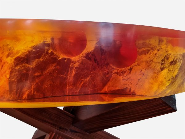 Mesa resina naranja y costera de marmol close up barreno