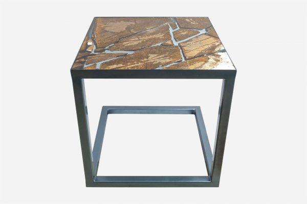 Mesa auxiliar estilo kintsugi marmol rainforest fracturado con resina epoxica base cobalto