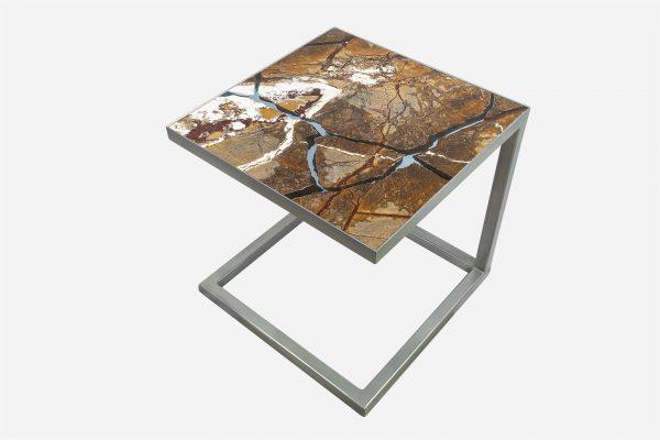 Mesa auxiliar estilo kintsugi marmol rainforest fracturado con resina epoxica base grafito